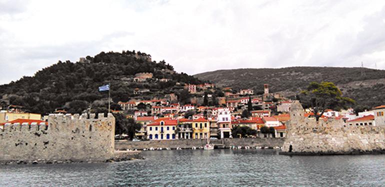 Yunanistanın en şirin kasabası Navpaktos önünde demirde